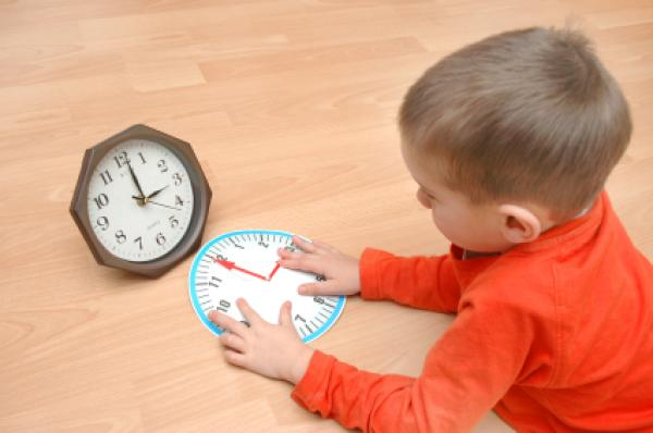 Child learns the time on two clocks