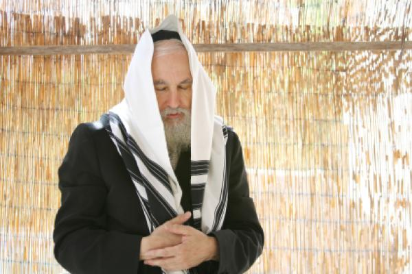 Rabbi praying on Sukkot