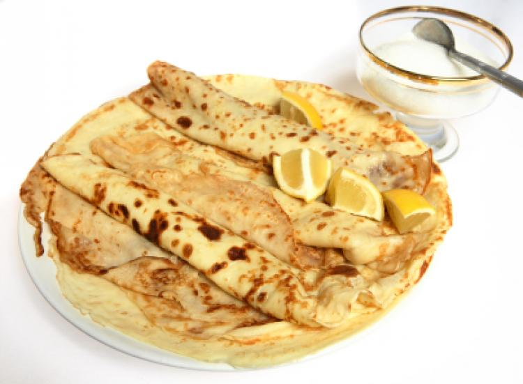 Pancakes, with sugar and lemon
