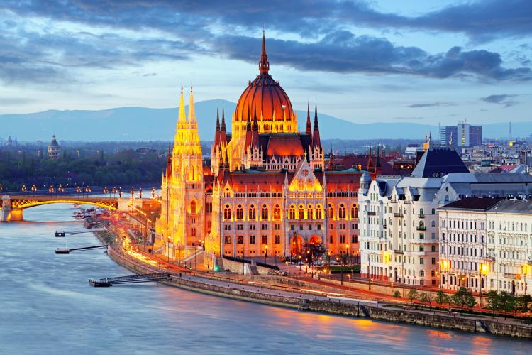 hungary considers time zone change