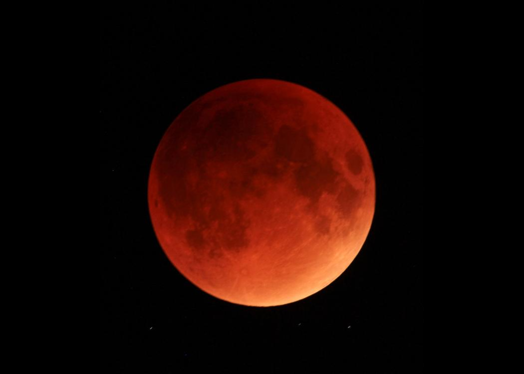image of a totally eclipsed, red full moon.