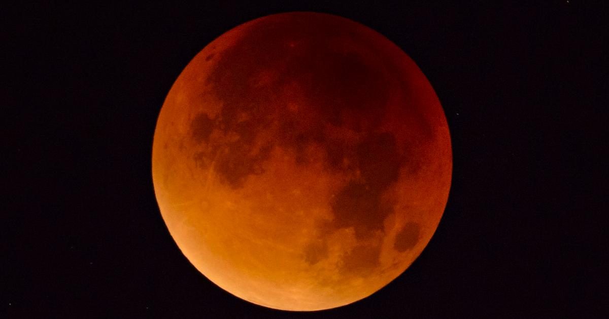 Can you look at a lunar eclipse