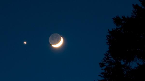 Earthshine – Moon Glow