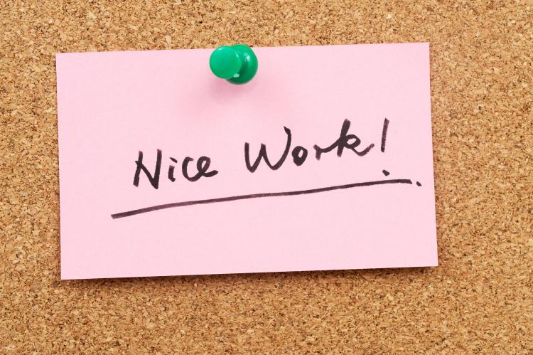 "Post it note with ""Nice work!"" written on it."
