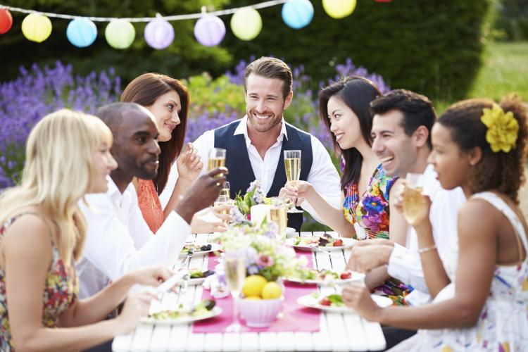 Fun holiday eat outside day for Hosting a party at home