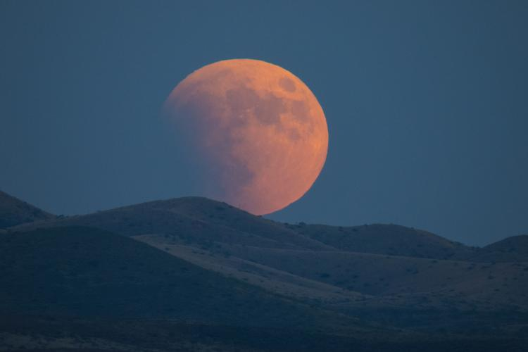 How to Photograph a Blood Moon / Lunar Eclipse