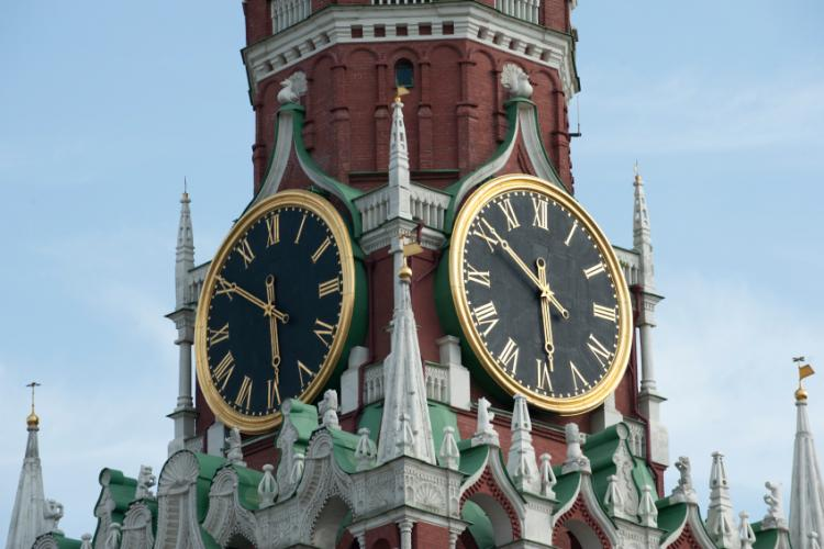 russian prime minister promises daylight saving time