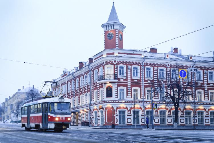 Main street with tram in Ulyanovsk, Russia: The birthplace of Vladimir Lenin.