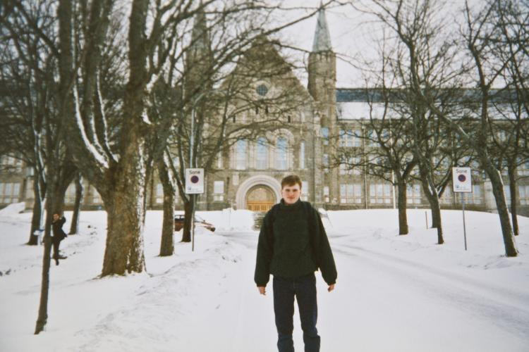 Picture of Steffen outside NTNU in Trondheim.